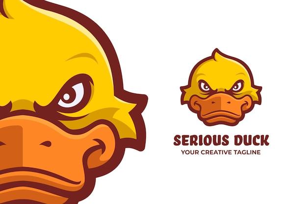 怒っているアヒルのマスコットのロゴのキャラクター