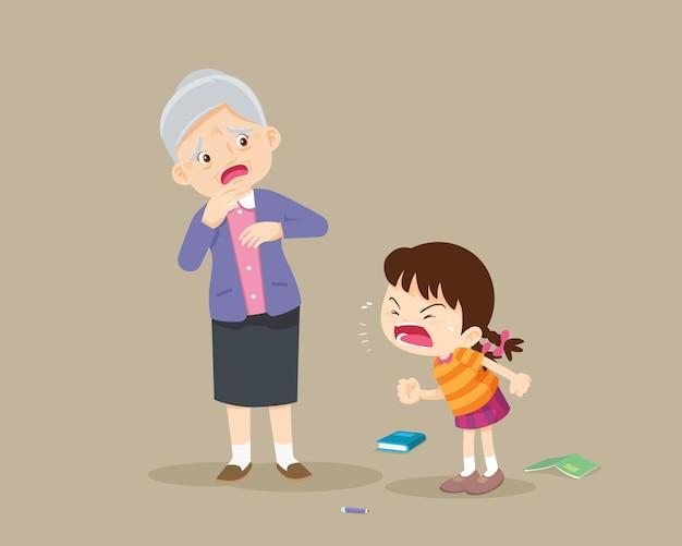 Злая девочка ругает грустную пожилую женщину. агрессивный ребенок кричит на испуганную пожилую женщину.