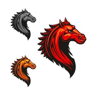 燃えるような赤、オレンジ、灰色のカラーバリエーションの怒っている狂った馬のクリップアート。部族の装飾で飾られた燃えるような野生のムスタング。