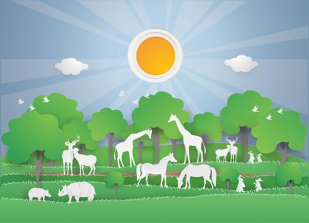 春の緑の森の動物野生動物