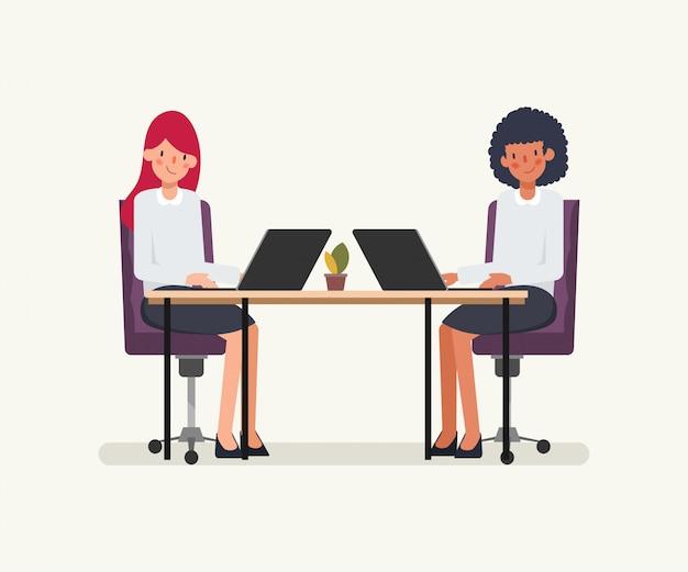 비즈니스 여자 사람들이 동료를위한 애니메이션 장면.