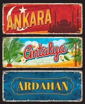 トルコのアンカラ、アンタルヤ、アルダハンの各州、ヴィンテージプレート。高齢者の旅行先のバナーをベクトルします。レトロなグランジ看板、アンティークの着用はがき、観光トルコのランドマークのプラークセット