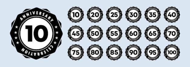 Юбилейный набор иконок. юбилейные символы в богато украшенной рамке. 10,20,30,40,50 и 100 лет. шаблон для открытки и дизайн поздравления. вектор eps 10. изолированные на фоне.