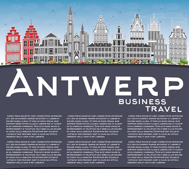 Горизонт антверпена с серыми зданиями, голубым небом и копией пространства. векторные иллюстрации. деловые поездки и концепция туризма с исторической архитектурой. изображение для презентационного баннера и веб-сайта.