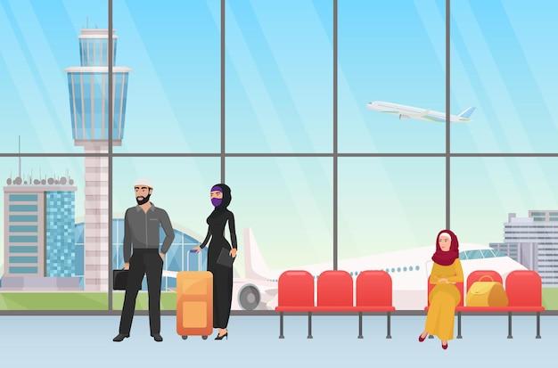 탁 트인 창문이 있는 공항 홀 터미널 출발에서 비행기를 기다리는 아랍 사람들
