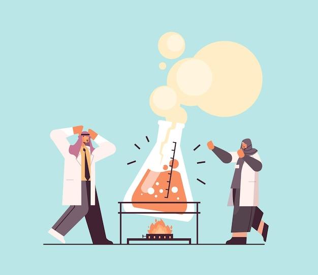 Арабский ученый-исследователь, работающий с исследователями из пробирки, проводит химический эксперимент в лаборатории, концепция молекулярной инженерии, горизонтальная полноразмерная векторная иллюстрация