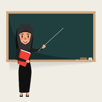 Арабский учитель указывает на доску