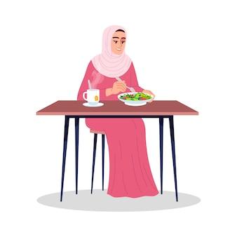 熱いお茶とサラダを食べるアラブの女性セミフラットrgbカラーベクトルイラスト。健康的な栄養、有機食品の消費。イスラム教徒の菜食主義の女性は、白い背景の上の漫画のキャラクターを分離しました