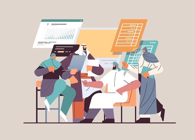 Арабские бизнесмены анализируют финансовые данные на диаграммах и графиках, отчет о планировании, анализ рынка, бухгалтерский учет, концепция совместной работы, горизонтальная полная длина, векторная иллюстрация