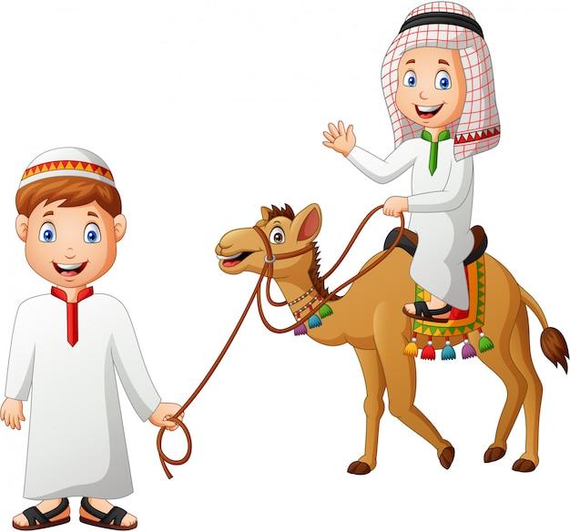 アラビア漫画ツアーガイドとラクダに乗る子供。図