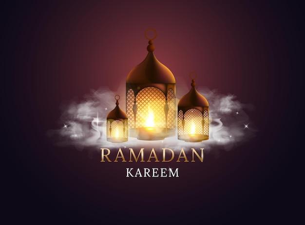 불타는 촛불과 구름과 아랍어 랜 턴입니다. 라마단 카림.