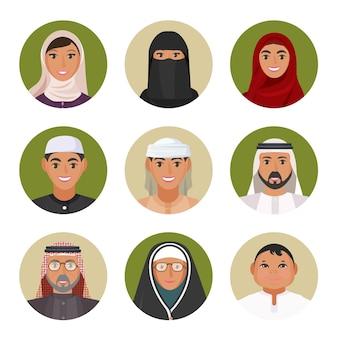 모든 연령대의 아랍 남성과 여성이 흰색 배경에 격리된 벡터 삽화를 통해 전통 의상을 입고 있습니다.