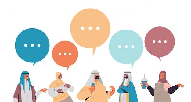 Арабские люди обсуждают во время встречи чат пузырь общение цифровая концепция детоксикации арабские мужчины женщины проводят время вместе отказавшись от социальных сетей горизонтальный портрет иллюстрация