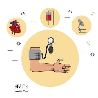 근접 촬영에서 혈압 모니터와 팔
