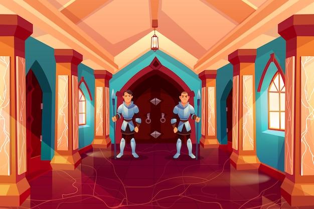 騎士の鎧の武装した警備員が偽造されたドアに立つ