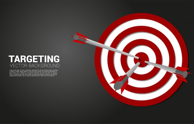 矢のアーチェリーがターゲットの中心に当たります。マーケティングターゲットと顧客のビジネスコンセプト。企業ビジョンの使命と目標。