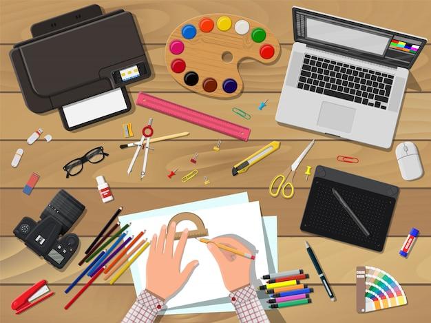 Художники или дизайнерское рабочее место.