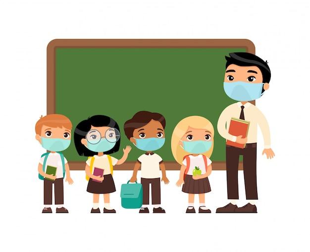 얼굴에 보호 마스크가있는 아시아 남성 교사 및 국제 학생. 소년과 소녀는 교복과 남성 교사를 입고. 호흡기 바이러스 보호, 알레르기 개념.