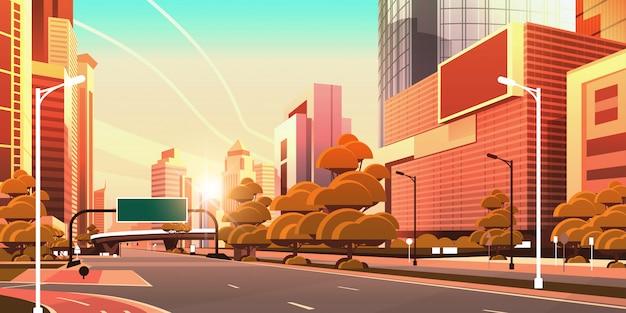 Асфальтированная дорога с информационным баннером