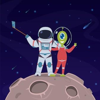 Астронавт и инопланетянин делают селфи.