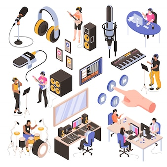 Insieme isometrico dello studio audio con gli altoparlanti nei blogger della sala radio sul posto di lavoro e musicisti che registrano canzone isolata