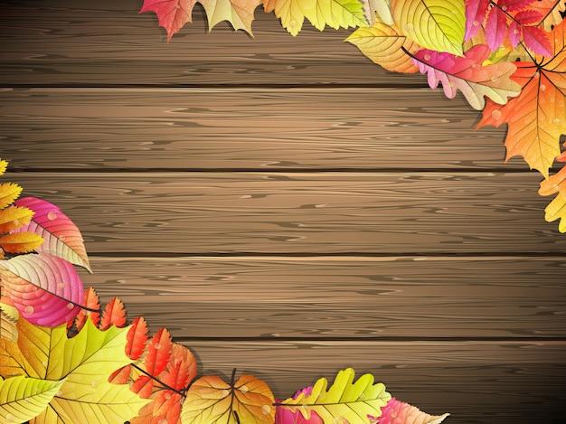 木の板に紅葉と秋の背景。
