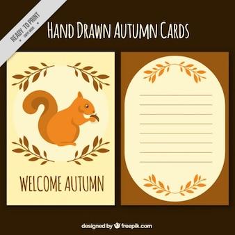 リスと秋のカードと装飾を残します