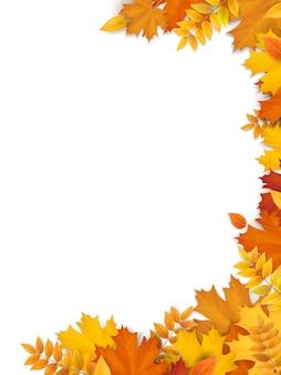 Осенняя рамка из опавших листьев. пустой бланк для дизайна флаера, рекламного баннера и рекламной открытки.