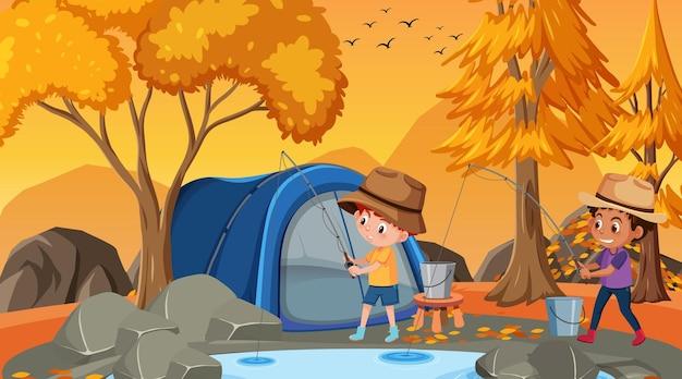 연못에서 낚시하는 두 아이와 함께 가을 숲 장면
