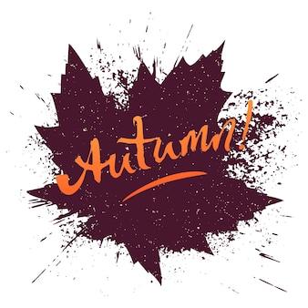 Осенняя рукописная надпись на коричневом кленовом листе