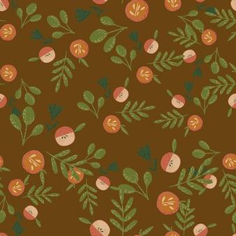緑と秋の収穫のシームレスなパターンは、オレンジ色のリンゴのプリントを残します。茶色の背景。包装紙や布のテクスチャのグラフィックデザイン。ベクトルイラスト。