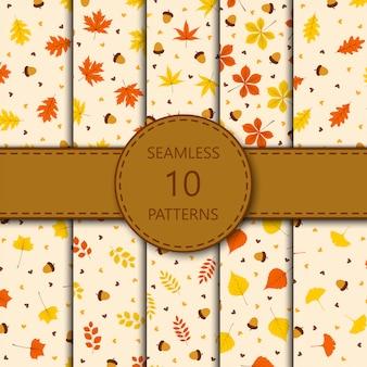オレンジ色の背景、イラストの葉と秋のシームレスパターン