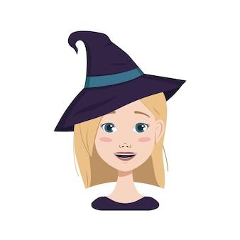ブロンドの髪と青い目、喜びと幸福の感情、笑顔と魔女の帽子をかぶった女性のアバター。ハロウィンコスチュームの女の子