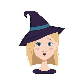 금발 머리와 파란 눈, 놀라운 감정, 열린 눈 얼굴, 마녀 모자를 쓴 둥근 입을 가진 여성의 아바타. 할로윈 의상을 입은 소녀