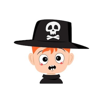 Аватар мальчика с рыжими волосами и эмоциями паники, удивленное лицо, потрясенные глаза в шляпе с черепом. голова малыша. украшение вечеринки на хэллоуин