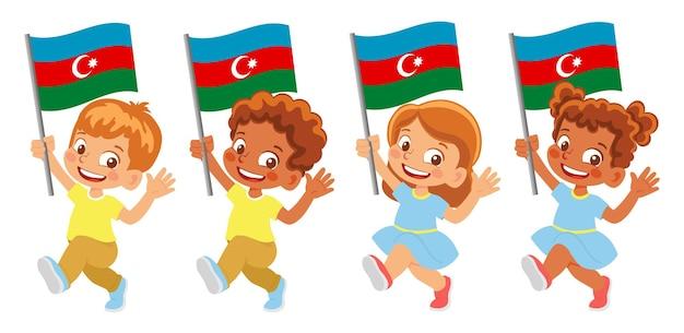Флаг азербайджана в руке. дети держат флаг. государственный флаг азербайджана