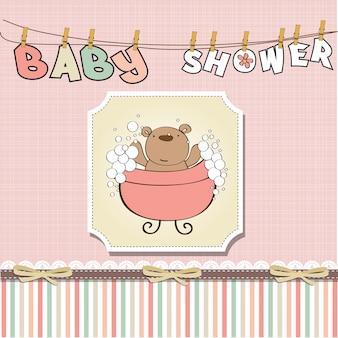 Детская открытка с маленьким плюшевым мишкой