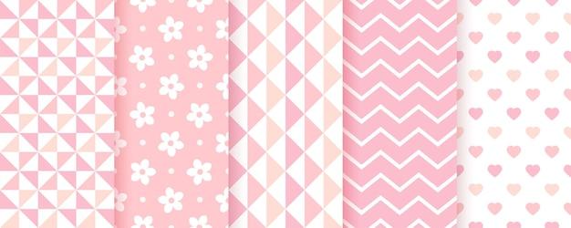赤ちゃんのシームレスな背景。ピンク柄。女の赤ちゃんの幾何学的なプリント。ベクター。子供のパステルテクスチャのセット。ジグザグ、三角形、花、ハートのかわいい子供っぽい背景。モダンなイラスト。