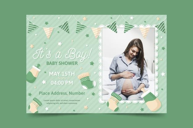 妊娠中の母親の写真とベビーシャワーの招待状のテンプレート