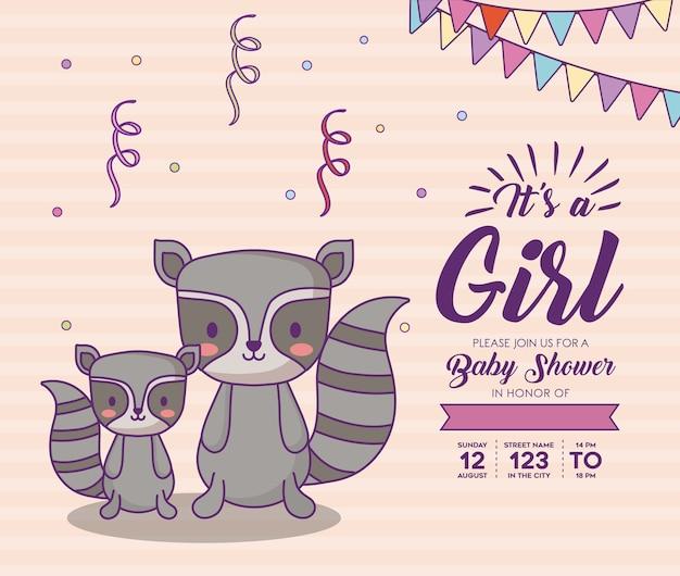 ピンクの背景、カラフルなdesの上にかわいいアライグマとの女の子の概念とのベビーシャワーの招待