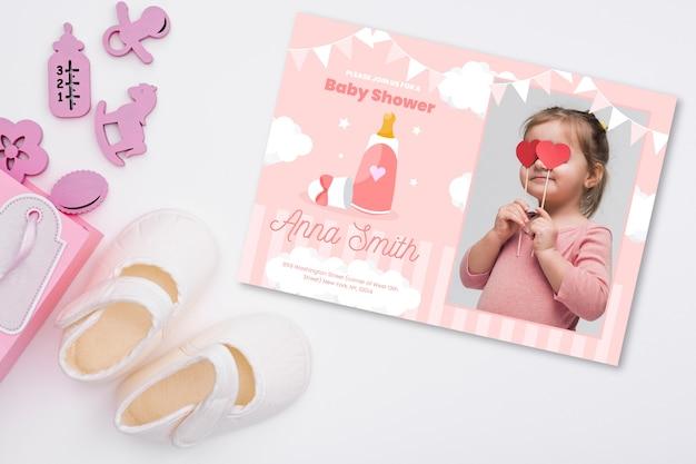 女の赤ちゃんの写真とベビーシャワーの招待