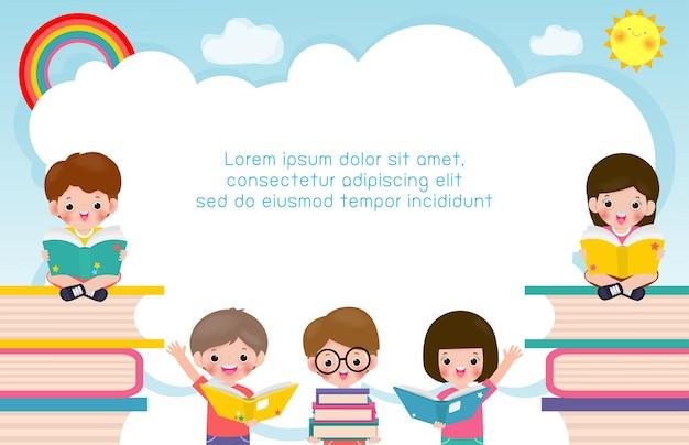 本の教育を読んでいる学校の子供たちと一緒に学校のバナーに戻る