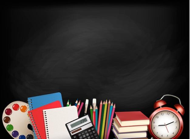 学校に戻る。学用品が入った黒板。