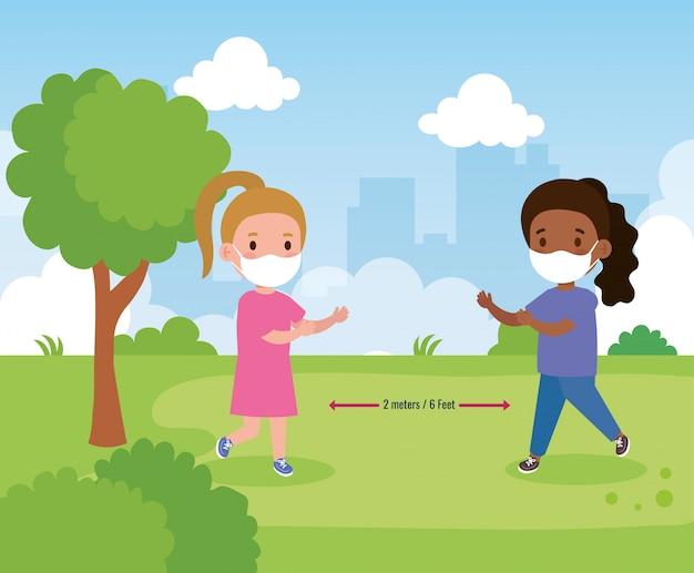 Снова в школу для новой концепции нормального образа жизни, девочки, носящие медицинскую маску и социальное дистанцирование, защищают от коронавируса 19 на улице
