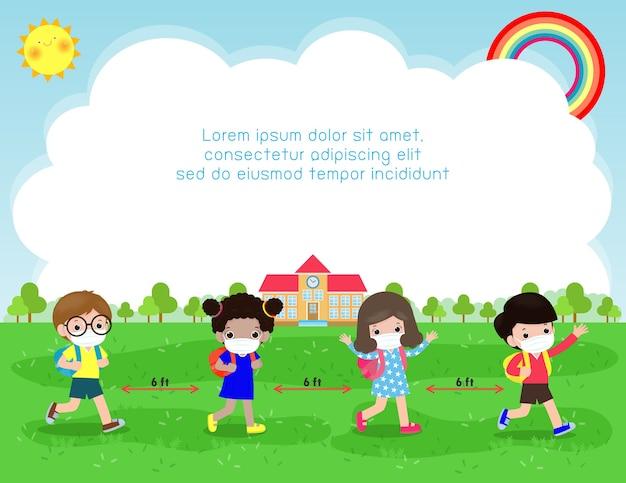 Снова в школу для новой концепции нормального образа жизни. счастливые дети в маске для лица и социальное дистанцирование защищают коронавирус covid 19, группа детей и друзей ходят в школу изолированно на заднем плане