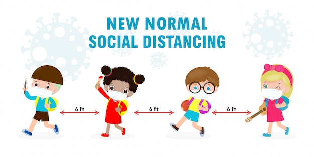 新しい通常のライフスタイルのコンセプトのために学校に戻る。フェイスマスクと社会的距離を身に着けている幸せな子供たちを保護します。