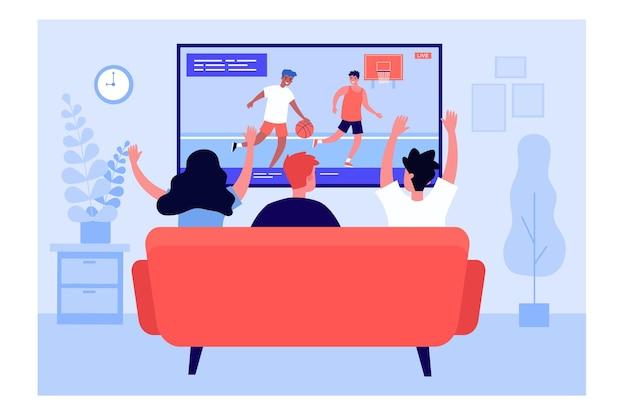 Вид сзади друзей, смотреть баскетбол по телевизору. диван, дом, гостиная плоская векторная иллюстрация. концепция развлекательной и спортивной игры для баннера, дизайна веб-сайта или целевой веб-страницы