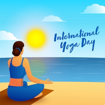 Задний взгляд молодой женщины размышляя в представлении лотоса с взглядом утра на предпосылку пляжа на международный день йоги.