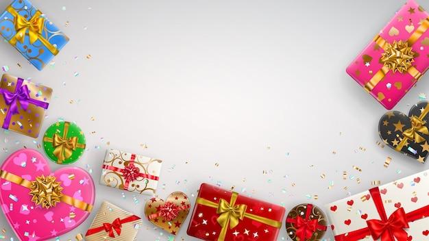 리본, 활 및 다양한 패턴이 있는 다채로운 선물 상자가 있는 배경