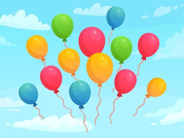 Воздушные шары летят в небе среди облаков